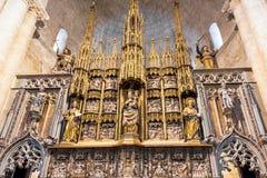 塔拉贡纳,西班牙- 2017年10月4日:法坛的看法在塔拉贡纳大教堂天主教徒大教堂里 复制文本的空间 图库摄影