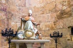 塔拉贡纳,西班牙- 2017年10月4日:雕象的看法在塔拉贡纳天主教徒大教堂大教堂里  复制文本的空间 库存图片