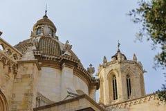 塔拉贡纳大教堂的圆顶的看法  免版税库存图片