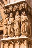 塔拉贡纳,西班牙- 2017年5月1日:大教堂天主教徒大教堂 在大厦的门面的雕塑 特写镜头 垂直 免版税库存照片