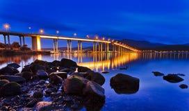 塔斯曼桥梁边上升 免版税库存图片