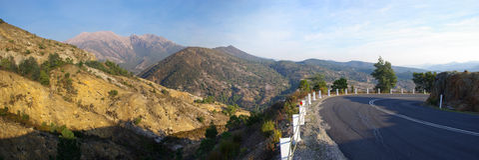 塔斯马尼亚山的路 库存图片