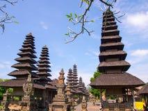 塔曼阿云寺有清楚的天空背景在巴厘岛,印度尼西亚 免版税库存照片