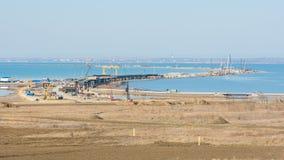 塔曼,俄罗斯- 2016年11月5日:一座桥梁的建筑横跨刻赤海峡,从塔曼半岛的整体计划的作为o 库存照片