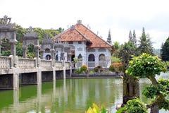 塔曼Ujung宫殿和桥梁 免版税库存图片