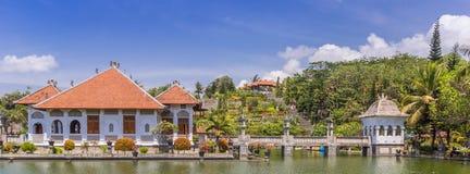 塔曼Ujung Soekasada巴厘岛的水宫殿全景  免版税库存照片