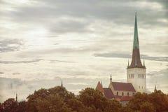 塔林爱沙尼亚的老部分看法在夏日 库存图片