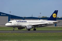 塔林,爱沙尼亚- 2018年5月20日汉莎航空公司空中客车A319-100在Tal 免版税图库摄影