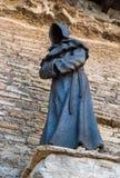 塔林,爱沙尼亚- 2018年5月05日:在丹麦国王Garden的修士雕象,塔林老镇的  雕象被做  免版税库存图片