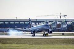 塔林,爱沙尼亚- 2018年5月31日:RA-89064苏航-俄国空气 免版税库存图片