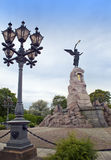 塔林,爱沙尼亚9月7日:对下沉的俄国战舰` Russalka `美人鱼的乘员组的纪念碑,架设在1902年在卡利柯治 库存照片
