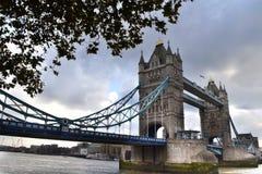 塔桥梁伦敦侧面视图 免版税库存图片