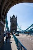 塔桥梁偶象维多利亚女王时代在一个晴天turreted桥梁 库存照片