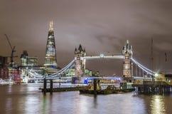 塔桥梁和伦敦地平线 库存照片