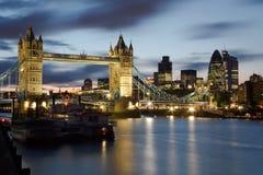 塔桥梁和利物浦街道区域,伦敦。 免版税库存图片