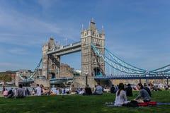 塔桥梁和陶铸区,伦敦 免版税库存图片