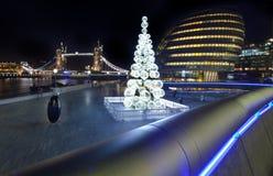 塔桥梁和香港大会堂看法在圣诞节 库存照片