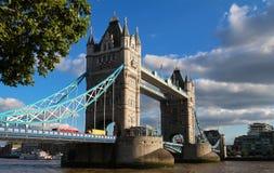 塔桥梁在伦敦在一个美好的夏日,英国,英国 库存图片