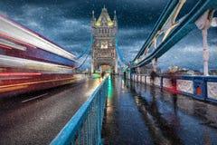 塔桥梁在伦敦在冬天 图库摄影