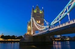 塔桥梁在伦敦在晚上,英国,英国 免版税库存照片