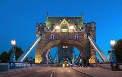塔桥梁在伦敦在晚上,英国,英国 库存图片