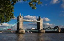 塔桥梁在伦敦晴天,英国,英国 免版税图库摄影