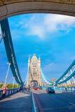 塔桥梁在伦敦,英国横渡泰晤士河 库存图片