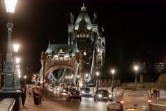 塔桥梁在夜之前 库存照片
