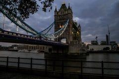 塔桥梁在夜间,伦敦 免版税图库摄影