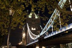 塔桥梁在晚上之前 图库摄影
