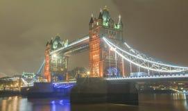 塔桥梁在晚上,伦敦,英国 免版税图库摄影