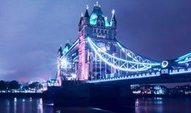 塔桥梁在晚上,伦敦,英国 免版税库存照片