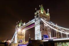 塔桥梁在晚上 免版税库存照片