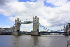 塔桥梁在泰晤士河的伦敦 库存照片