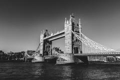 塔桥梁在黑白的伦敦 免版税库存照片