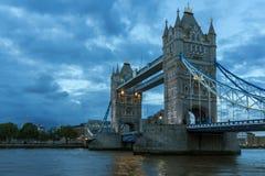 塔桥梁夜照片在伦敦,英国 免版税图库摄影