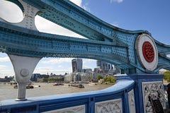 塔桥梁对地平线的伦敦视图 库存照片