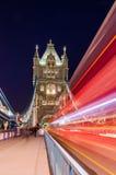 塔桥梁开启桥在伦敦,英国 免版税图库摄影