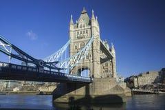 塔桥梁的北看法 库存照片