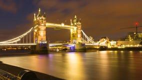 塔桥梁的Nightscene在伦敦英国 免版税库存图片