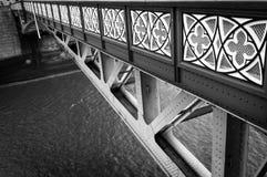 塔桥梁,栏杆 伦敦英国 库存照片