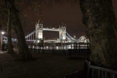 塔桥梁,从胡同的神色 库存图片