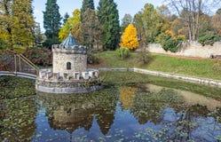 塔楼在Bojnice,斯洛伐克,秋天公园 库存图片