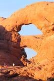 塔楼曲拱和家庭 免版税图库摄影