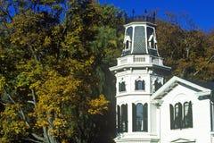 塔楼特写镜头在大厦的在Haddam, CT 免版税库存照片