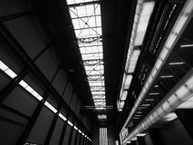 塔特现代涡轮霍尔在黑白的伦敦 库存图片