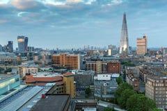 从塔特现代画廊的惊人的日落全景到市伦敦,英国,大英国 库存照片