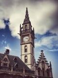 塔的时钟 教会在跟特 比利时 免版税库存图片