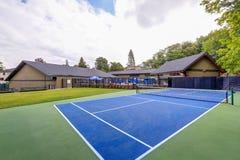 塔科马草地网球运动俱乐部的空的网球场 免版税库存照片