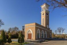 塔什干地标,在日落的老编钟 免版税库存图片